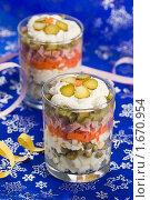 Салат «Оливье», сервированный в стакане, фото № 1670954, снято 27 апреля 2010 г. (c) Давид Мзареулян / Фотобанк Лори