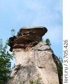 Скала необычной формы в каменном городе. Пермский край