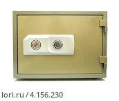 Несгораемый сейф с двумя замками на белом фоне