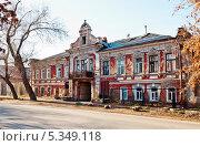 Старинное здание в Оренбурге. Улица Чичерина, фото № 5349118, снято 21 ноября 2013 г. (c) Вадим Орлов / Фотобанк Лори