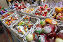 Новогодние игрушки на прилавке, фото № 6935554, снято 28 декабря 2014 г. (c) Дмитрий Неумоин / Фотобанк Лори