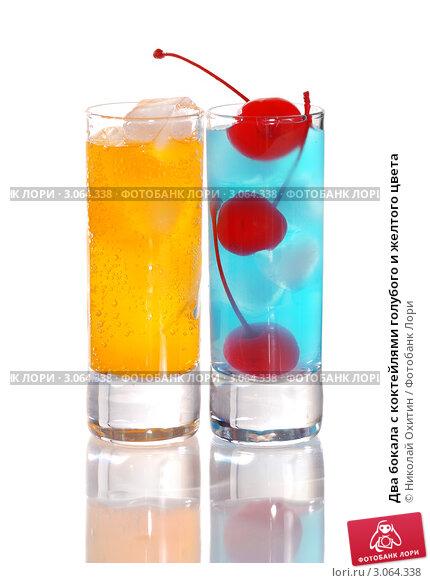 Два бокала с коктейлями голубого и желтого цвета, фото 3064338.
