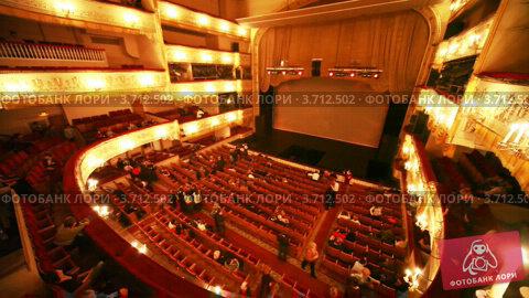 Интерьер зрительного зала театра оперетты; видеограф Losevsky Pavel; дата съёмки 21 декабря 2010 г.; видео 3712502.