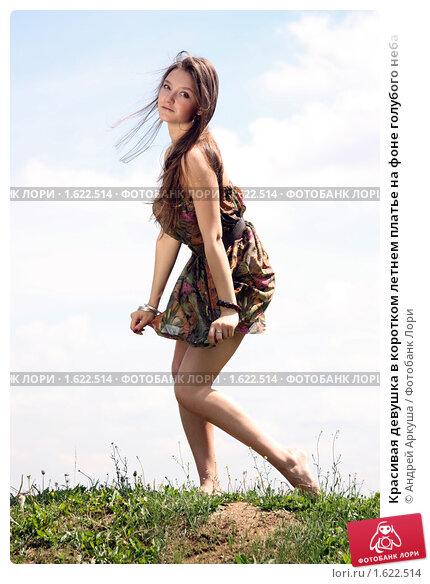 Жена в летнем платье