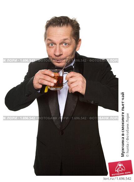 Мужчина в смокинге пьет чай, фото 1696542, снято 12 декабря 2009 г. (c...