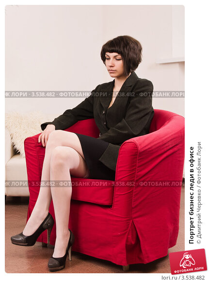 seksualnaya-ledi-v-ofise-foto