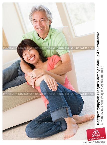 Портрет супругов средних лет в домашней обстановке, фото 3046378