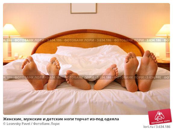 фото голой девушки под одеялом