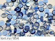 Купить «Прозрачные и синие стеклянные камушки», эксклюзивное фото № 854, снято 28 февраля 2006 г. (c) Ирина Терентьева / Фотобанк Лори