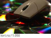 Купить «Компьютерная мышь и компакт-диски», фото № 1050, снято 7 марта 2006 г. (c) Юлия Яковлева / Фотобанк Лори