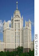 Купить «Высотка на Котельнической набережной в Москве», фото № 5158, снято 26 мая 2006 г. (c) Ольга Красавина / Фотобанк Лори