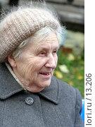 Купить «Бабушка улыбается», эксклюзивное фото № 13206, снято 22 октября 2006 г. (c) Ирина Терентьева / Фотобанк Лори