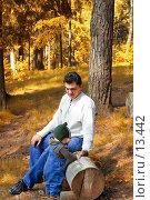 Купить «Прогулка в осеннем парке. Папа и сын», фото № 13442, снято 10 июня 2006 г. (c) Угоренков Александр / Фотобанк Лори