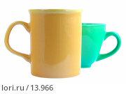 Купить «Желтая и зеленая кружки на белом фоне», фото № 13966, снято 1 июля 2006 г. (c) Ольга Красавина / Фотобанк Лори