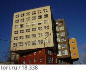 Восьмиэтажное здание кубической формы. Стоковое фото, фотограф Макс / Фотобанк Лори