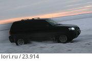 Купить «Ралли на льду Финского залива, джип набирает скорость», фото № 23914, снято 22 февраля 2007 г. (c) Vladimir Fedoroff / Фотобанк Лори