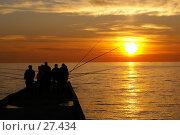 Купить «Рыбаки в Сочи», фото № 27434, снято 5 декабря 2006 г. (c) Валерий Шанин / Фотобанк Лори