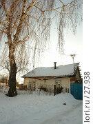 Купить «Частный деревянный дом зимой в сельской местности стоящий под деревом», фото № 27938, снято 4 февраля 2007 г. (c) Александр Тараканов / Фотобанк Лори