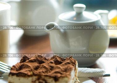 Купить «Чайник и пирожное на столике в кафе», фото № 28706, снято 31 марта 2007 г. (c) Давид Мзареулян / Фотобанк Лори