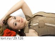 Купить «Девушка с красной розой в волосах», фото № 29126, снято 24 марта 2007 г. (c) Вадим Пономаренко / Фотобанк Лори
