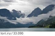 Купить «Горы и ледник возвышаются над озером», фото № 33090, снято 17 июля 2006 г. (c) Михаил Лавренов / Фотобанк Лори