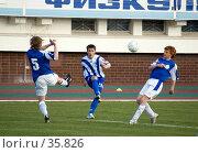 Купить «Футбол. Борьба за мяч», фото № 35826, снято 25 апреля 2007 г. (c) 1Andrey Милкин / Фотобанк Лори