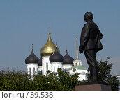 Купить «Псков, памятник Ленину», фото № 39538, снято 14 сентября 2006 г. (c) A Челмодеев / Фотобанк Лори