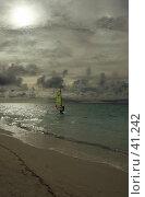 Купить «Виндсёрфинг на закате», эксклюзивное фото № 41242, снято 24 ноября 2006 г. (c) Татьяна Белова / Фотобанк Лори