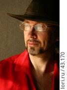 Купить «Мужчина в очках и шляпе, в красной рубашке», фото № 43170, снято 7 марта 2005 г. (c) Harry / Фотобанк Лори