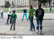 Купить «Тренировка фигурного катания на роликовых коньках», фото № 44090, снято 13 мая 2007 г. (c) Юрий Синицын / Фотобанк Лори