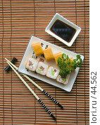 Купить «Японское угощение — роллы», фото № 44562, снято 17 мая 2007 г. (c) Давид Мзареулян / Фотобанк Лори