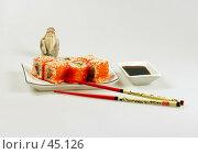 Купить «Роллы с лососем, тунцом, авокадо, икрой летучей рыбы», фото № 45126, снято 17 мая 2007 г. (c) Татьяна Белова / Фотобанк Лори
