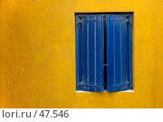 Купить «Синее окно на оранжевой стене», фото № 47546, снято 16 сентября 2005 г. (c) Знаменский Олег / Фотобанк Лори