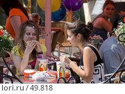 Купить «Быстрое питание в уличном кафе», фото № 49818, снято 30 мая 2007 г. (c) Юрий Синицын / Фотобанк Лори