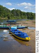 Купить «Байдарки на берегу реки», фото № 52922, снято 11 июня 2007 г. (c) Дарья Олеринская / Фотобанк Лори