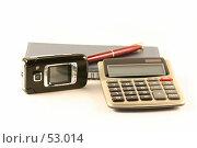 Ручка,блокнот,калькулятор и сотовый телефон на белом фоне. Стоковое фото, фотограф Елена Блохина / Фотобанк Лори