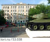 Купить «Лефортово. Танк Т-34-85 на территории школы № 415.», фото № 53038, снято 16 июня 2007 г. (c) Тим Казаков / Фотобанк Лори