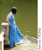 Купить «Женщина на мостике у воды», фото № 55842, снято 24 июня 2007 г. (c) Тим Казаков / Фотобанк Лори
