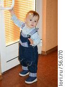 Купить «Мальчик открывает дверь», фото № 56070, снято 11 апреля 2004 г. (c) Останина Екатерина / Фотобанк Лори