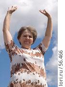Купить «Женщина с поднятыми руками», фото № 56466, снято 21 июня 2007 г. (c) Угоренков Александр / Фотобанк Лори