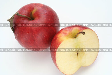 Купить «Два красных яблока в каплях воды», фото № 57538, снято 7 мая 2007 г. (c) Останина Екатерина / Фотобанк Лори