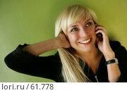Девушка с телефоном. Стоковое фото, фотограф Морозова Татьяна / Фотобанк Лори