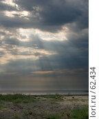 Купить «Лучи, пробивающиеся сквозь тучи», фото № 62434, снято 18 сентября 2018 г. (c) SummeRain / Фотобанк Лори