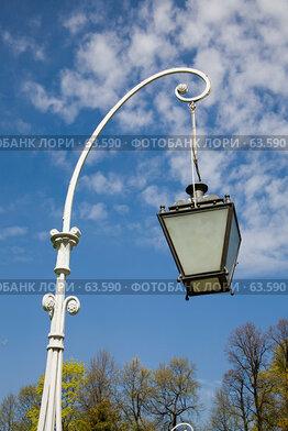 Купить «Современный фонарь в парке», фото № 63590, снято 18 мая 2007 г. (c) Argument / Фотобанк Лори