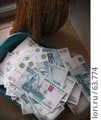 Деньги в совке. Стоковое фото, фотограф дмитрий / Фотобанк Лори