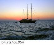 Купить «Яхта», фото № 66954, снято 14 июля 2007 г. (c) Алена Сафронова / Фотобанк Лори