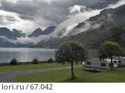 Купить «Кемпинг у горного озера с видом на ледник», фото № 67042, снято 17 июля 2006 г. (c) Михаил Лавренов / Фотобанк Лори