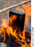 Купить «Приготовление пищи в котелке на костре», фото № 67998, снято 30 апреля 2007 г. (c) Ильин Сергей / Фотобанк Лори
