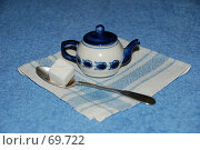 Гжель. Маленький заварной чайник. Стоковое фото, фотограф Елена Филиппова / Фотобанк Лори