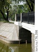 Купить «Мостик на пруду Новодевичьего монастыря», фото № 76398, снято 23 августа 2007 г. (c) urchin / Фотобанк Лори